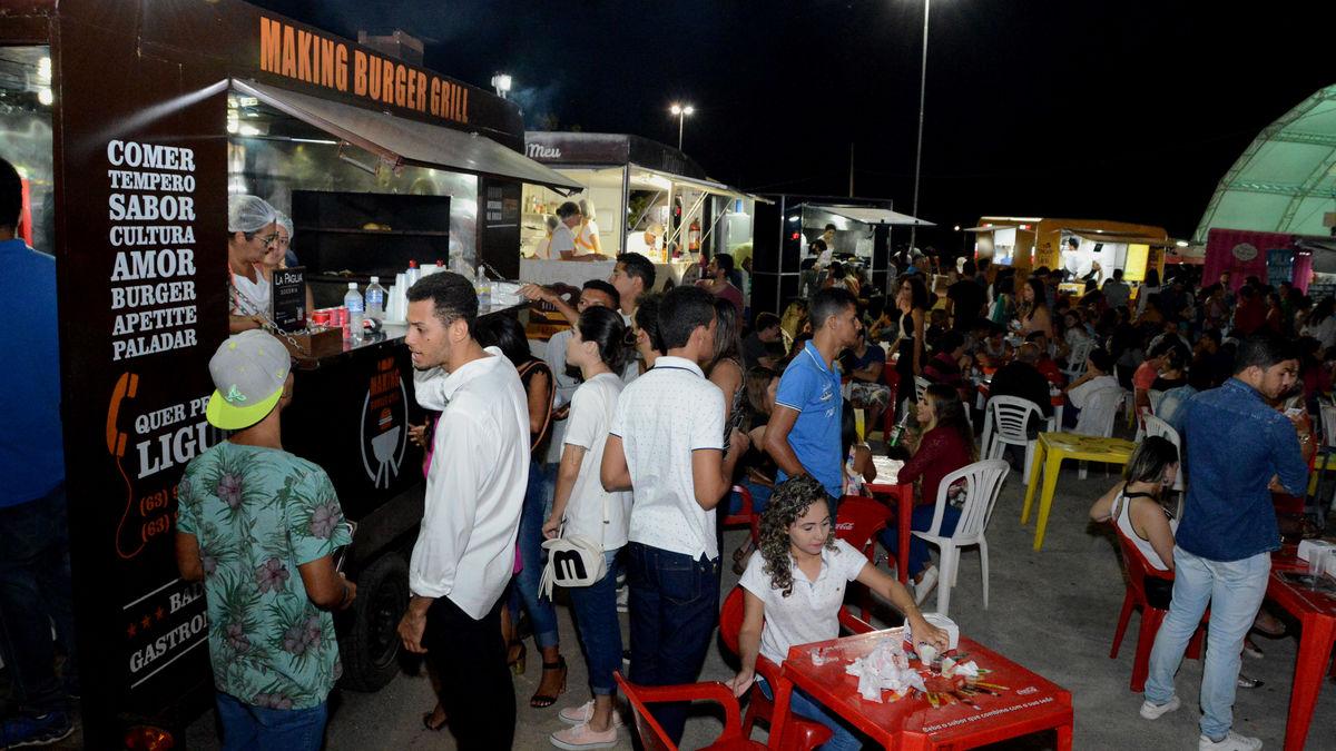 Praça de Alimentação no Capital da Fé movimenta economia e agrada comerciantes