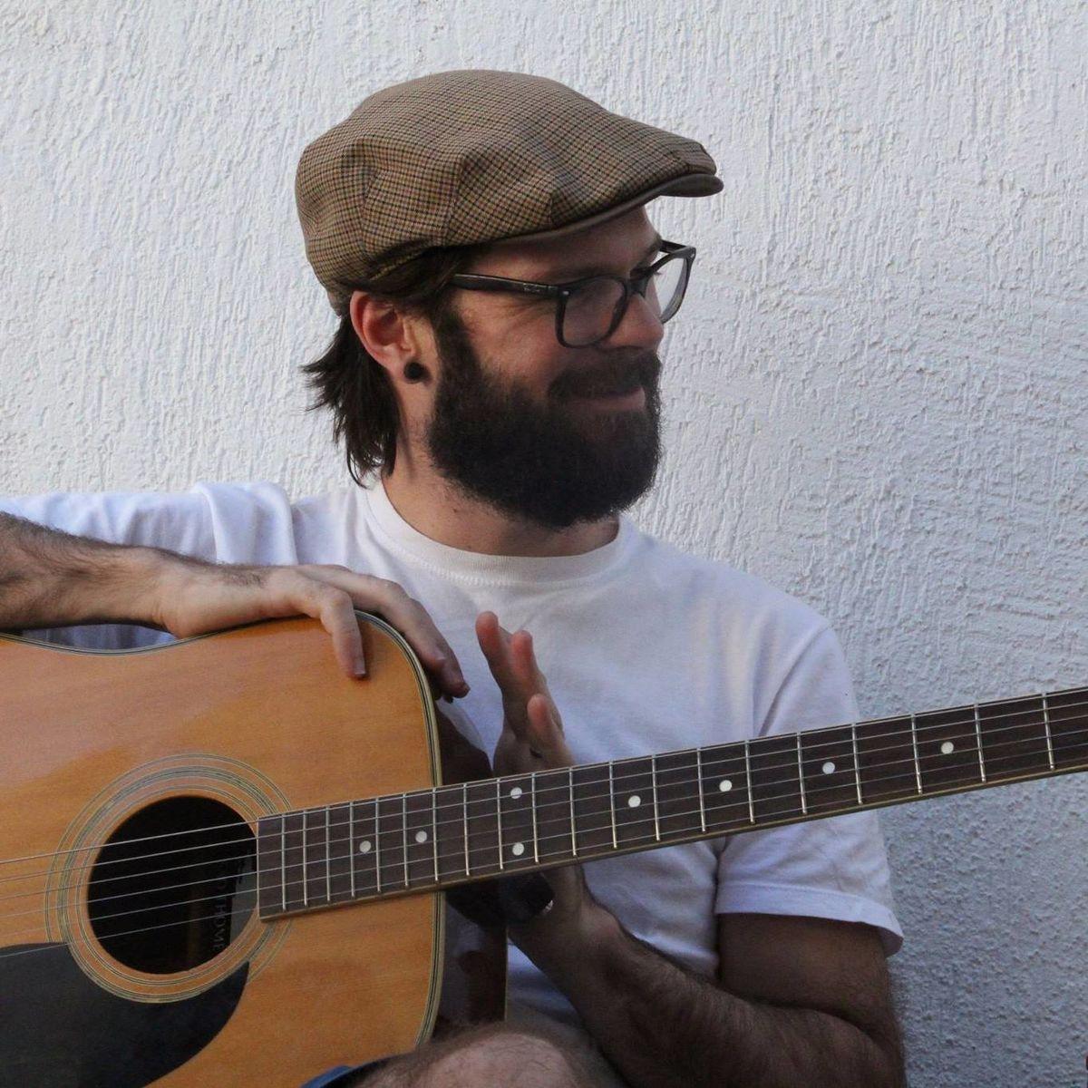 Diogo Bonadiman Goltara é antropólogo e músico. Realiza pesquisa sobre religiosidade de matriz africana em comunidades remanescentes de quilombos no sul do Espírito Santo. É bolsista de pós-doutorado da UFES (CAPES/FAPES).