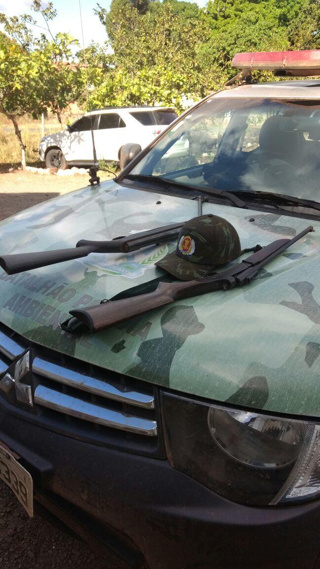 Armas de fogo apreendidas pela PM com pescadores no Rio Bananal.
