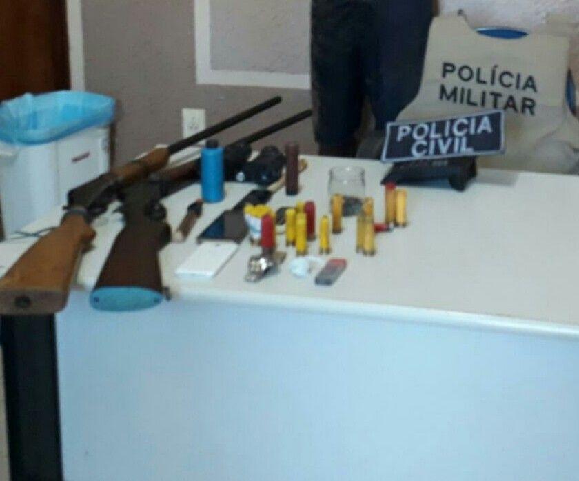 Armas de fogo e munições apreendidas na operação