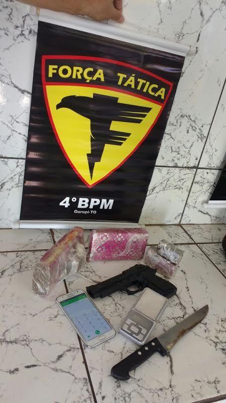 Droga e objetos apreendidos na residência de traficante em Gurupi