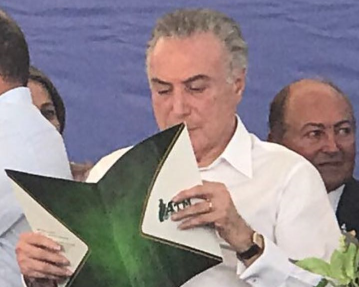 Em Xambioá, Temer ler ofício da ATM repassado por Jairo Mariano