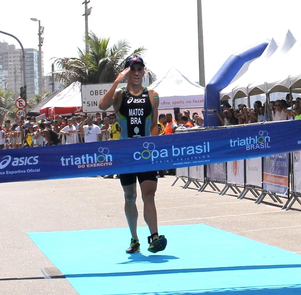 Wesley Matos cruza a linha de chegada para vencer a prova em 2015 (Foto: Divulgação/Pauta Livre)