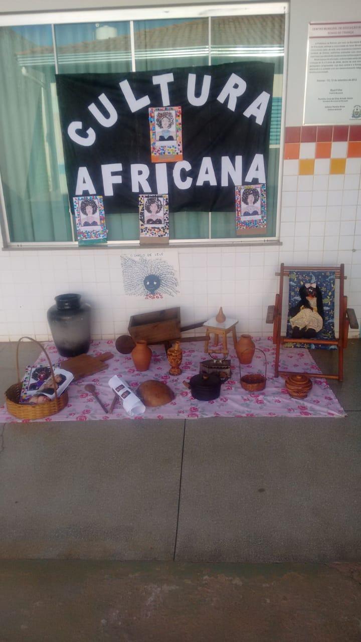 Pequeninos colocam a mão na massa para fazer comidas típicas africanas