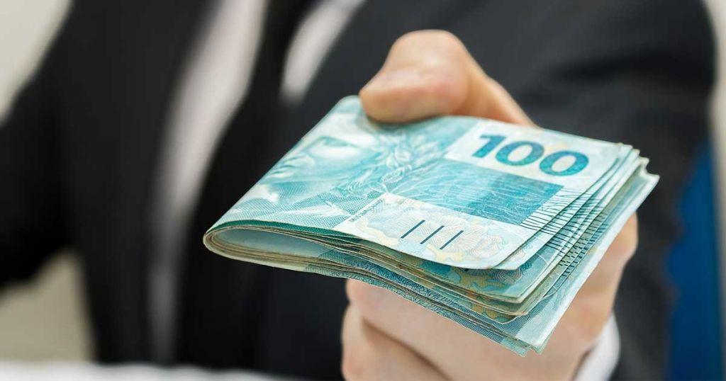 Quebra-galho! 7 dicas de como ganhar dinheiro trabalhando no fim ...