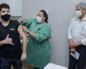 """Ministério recua e agora recomenda não vacinação de adolescentes sem comorbidades; Cínthia reage: """"ta osso"""""""