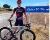 Ciclista de 22 anos morre após caminhonete sair da pista e bater em árvore no sudeste do TO